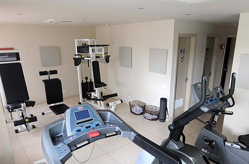 Almond Business Hotel fitness center